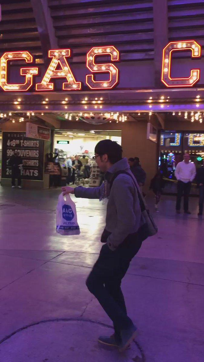 動画チェック。 アメリカの不良とダンスバトルする田中のハートの強さ。。。 http://t.co/yGlZuZHb9S