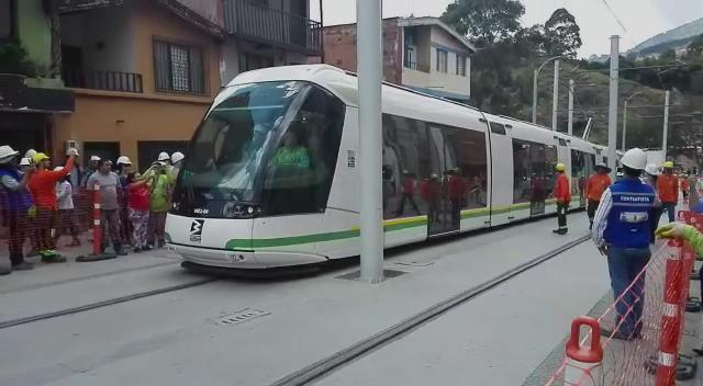 Nuestro Tranvía de Ayacucho, el más moderno de América Latina, da sus primeros pasos. Nuestros compromisos son hechos http://t.co/PTqwsSzHOI