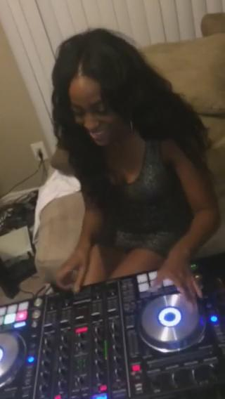 Lol I asked @TheDjSheReal if she was actually real on the tables... She is. http://t.co/rCr11UvLdm