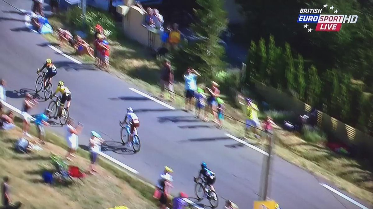 Warren Barguil rides Geraint Thomas off the road. #TDF #TDF2015 http://t.co/i4U1drE1Bo