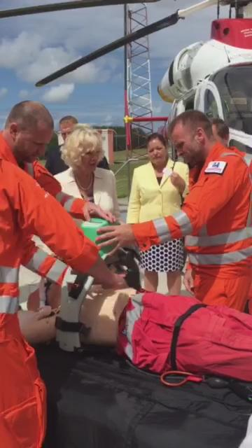 Paramedics at @cornwallairamb demonstrate how to use their new LUCAS chest compression equipment to HRH. #TRHCornwall http://t.co/PTUQqmpOWC