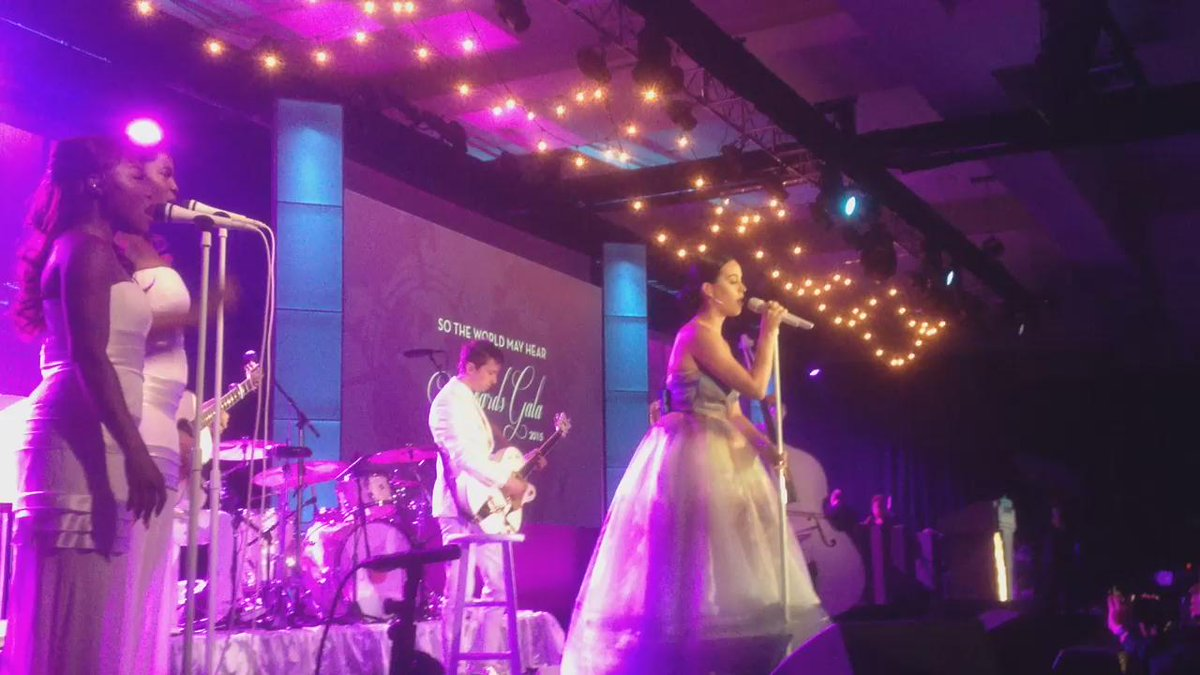 Just happened: @katyperry dedicates #Roar to @StarkeyHearCEO & @TaniAustin! #StarkeyGala http://t.co/zr3jvbH5cO