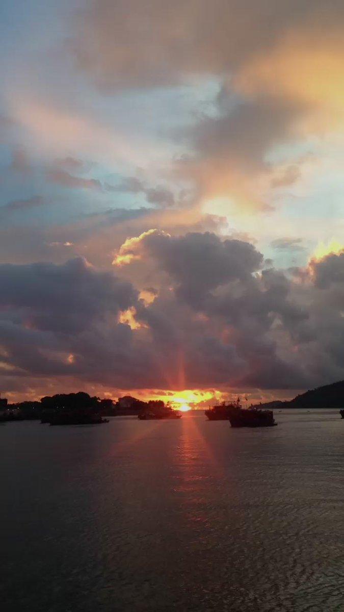 오늘은 집 앞 바다의 썬셋. #코타키나발루 #썬셋 #쥑인다 #캬~