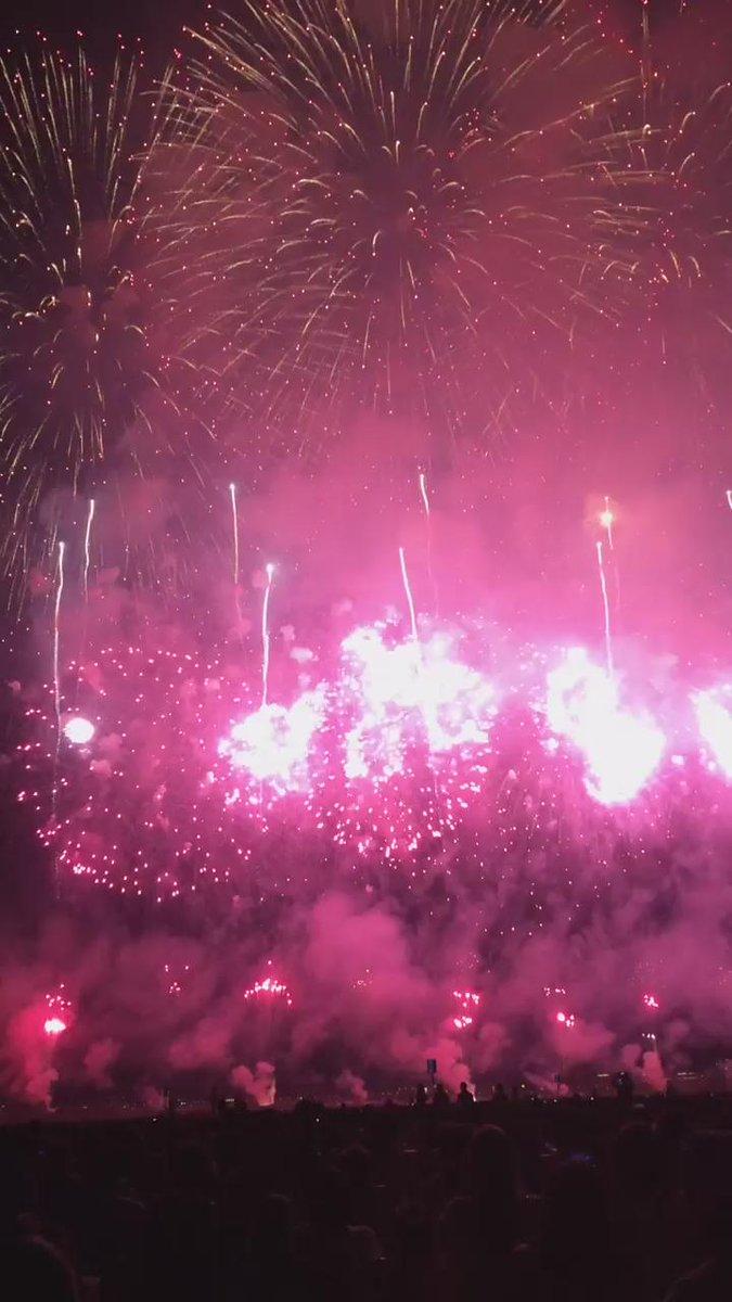 す、すごい…。 凄すぎる…。 長岡の花火は本当に凄すぎる‼︎ http://t.co/XFO08cGd1D