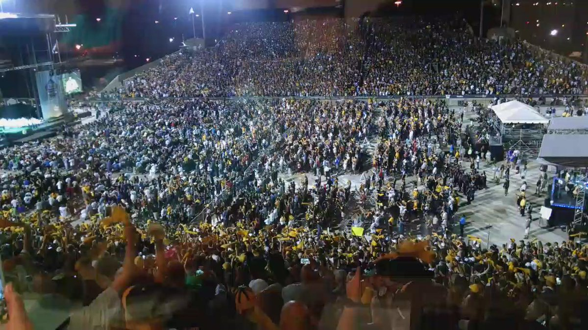 Quite the scene in Pittsb...uh, Canton, Ohio. #JeromeBettis http://t.co/Y9IyZBXRwu