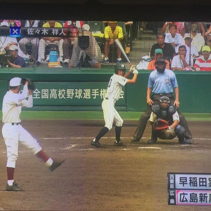 ギリギリの展開で踏ん張る早稲田実業の1年生投手服部くんを一球ごとに励まし続ける加藤くん。これぞキャプテンですわ。 #高校野球 #甲子園 http://t.co/Bh5jJwec7B