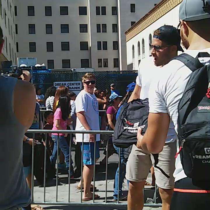 #BlakeGriffin putting smiles on kids faces @ our #BacktoSchool giveaway. #LosAngeles #CD13 http://t.co/mxG5hs4Yi5