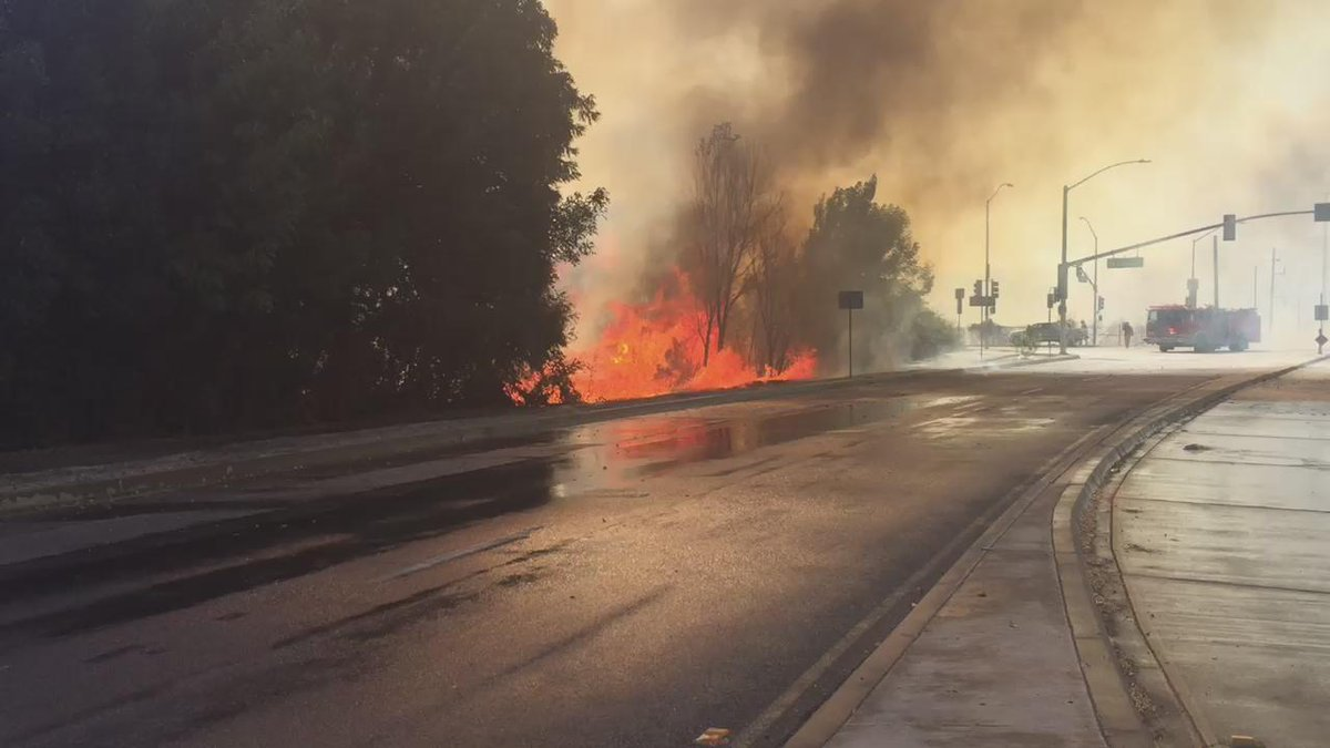 Fire just jumped the road in Montebello @ktla http://t.co/KPkdmJEXWA