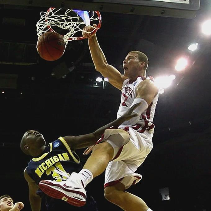 Blake Griffin was a cheat code in college 😳  Happy 30th Bday to BG (via @Hoopmixtape)   https://t.co/pBjv3A60sd