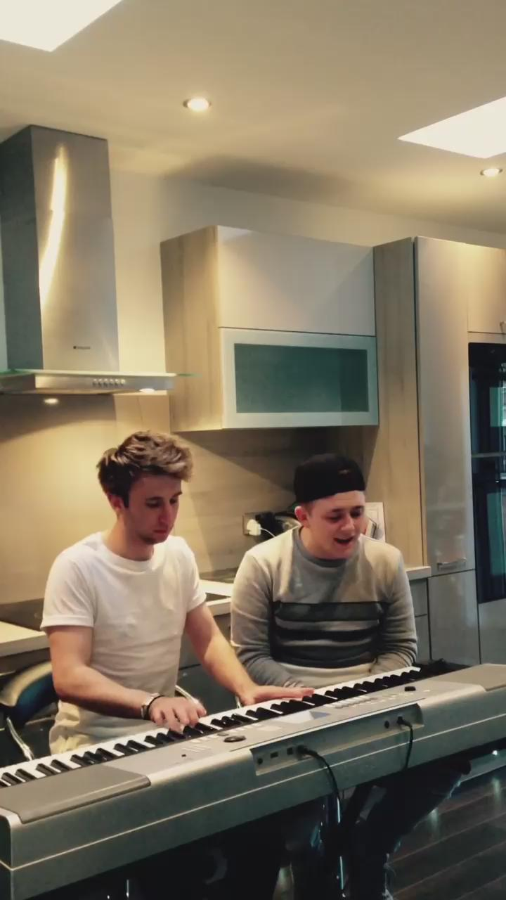 RT messing around with @DavidJ_music click on the link to have a listen to the whole video   https://t.co/9bLxOaCfxF http://t.co/uTqx1R8yNx