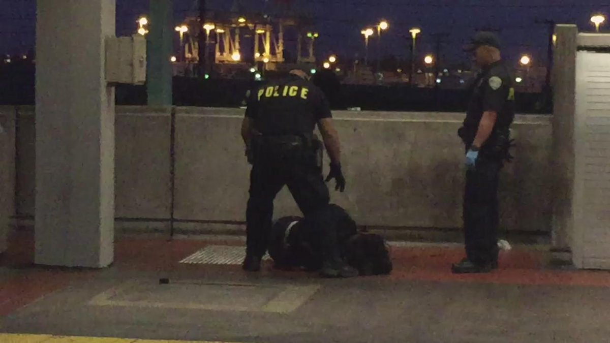 Just witnessed a shooting at West Oakland Bart station. 2 police men. 1 black man. http://t.co/GijZ40ARq3