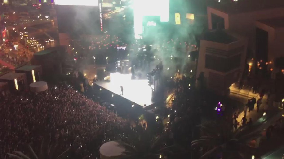 Amazing! RT @mtelles Crowd chanting #6Crowd. #LasVegas loves Drizzy @Drake! @Cosmopolitan_LV #HartBeatWeekend2015 http://t.co/XSvFRFmXOY