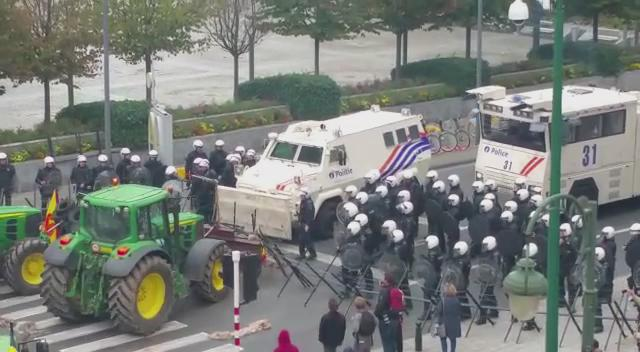 Armored vehicles face tractors in Brissels #farmaction via @JRegoyos:  eu http://t.co/a92QWzzGQ0""