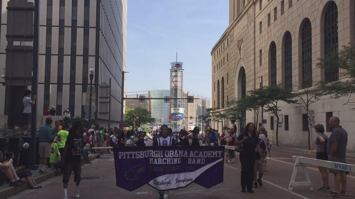 Hospital Workers are marching to the beat of a new agenda for Pittsburgh. #fightfor15 #1u #laborday http://t.co/T9lBo4RyGP
