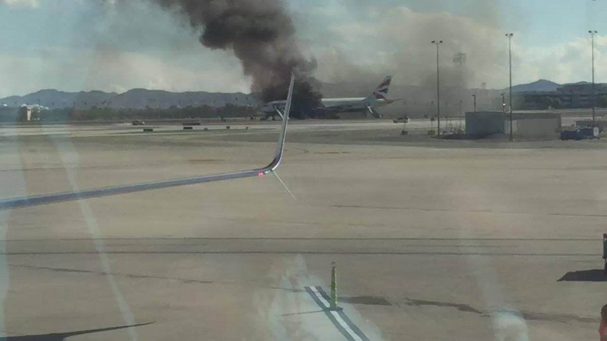 British Airways plane on fire at #LAS Vegas airport @cnn @cnnbrk http://t.co/0ogixuYSqX