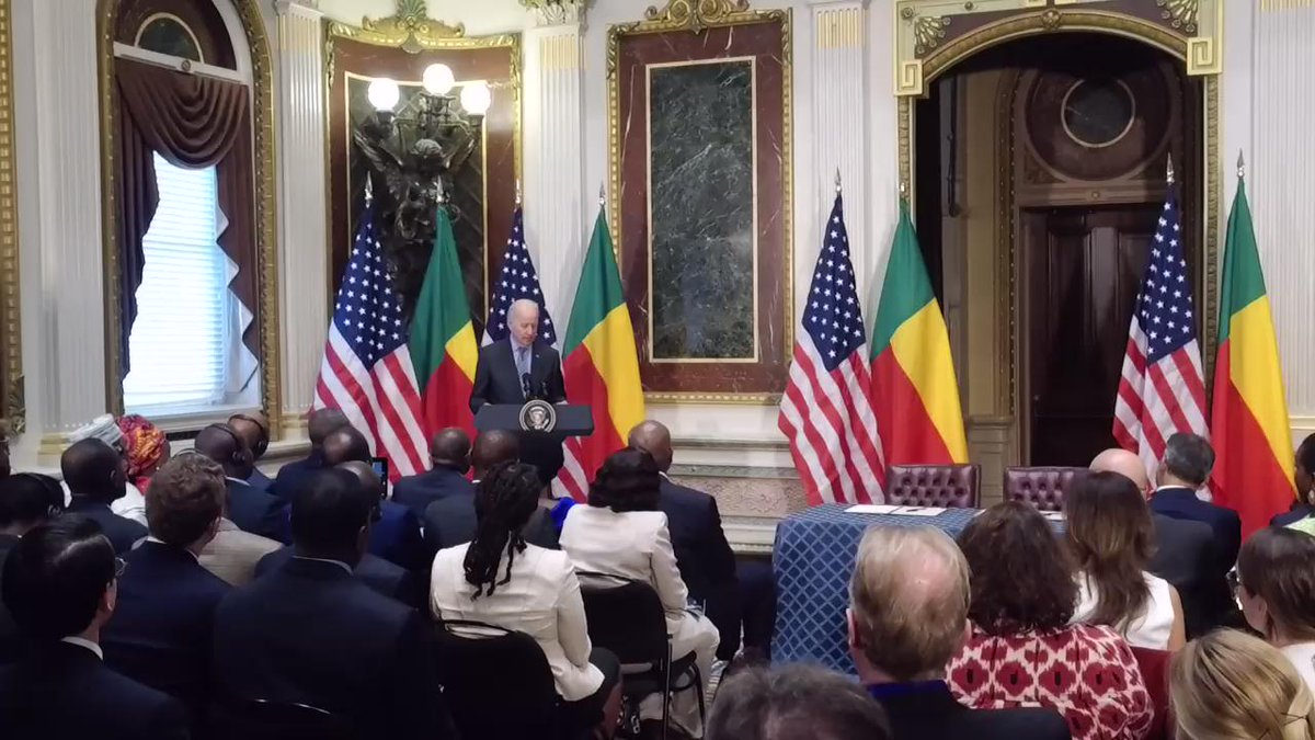 .@VP @JoeBiden highlights the important role of electrical grids to reduce poverty in #Benin https://t.co/aXOHyH0A3Y http://t.co/A3ZHs3wv4l