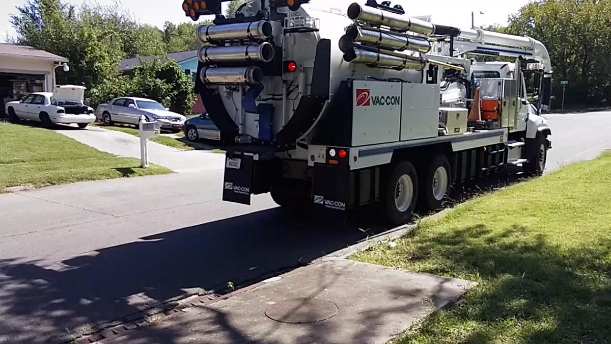 Backing the truck up and getting ready to flush out inlets #topekatweetalong #utilities http://t.co/B4LxiIi7yp