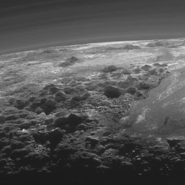 Quick pan of the most stunning closeup image we've seen of #Pluto to date. #NewHorizons #PlutoFlyby http://t.co/4rbHAhX2Gv