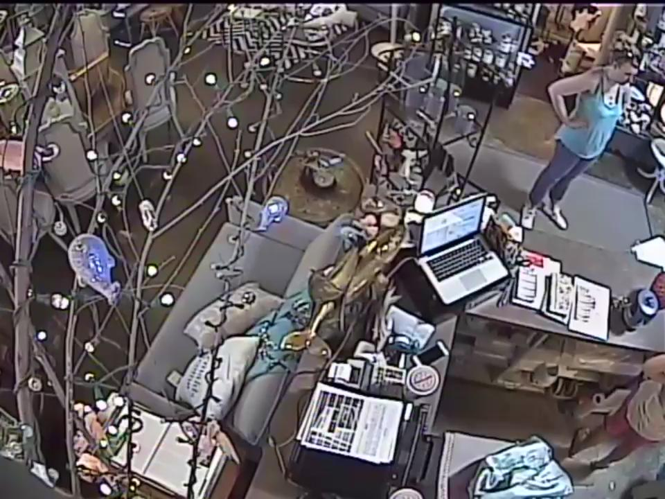 "Recognize these thieves of local business? Team of woman (distracter) and man (steals iPhone) - at ""Willow and Whale"" http://t.co/c2wlnjGMMn"