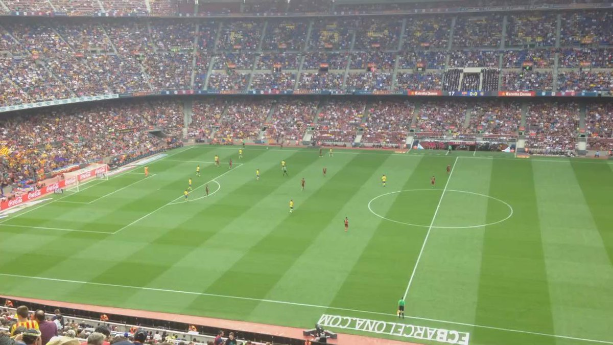 """17' 14"""" fof the first half at the Camp Nou, Barcelona, the day before crucial elections in Catalonia. http://t.co/o8kgGRXPur"""