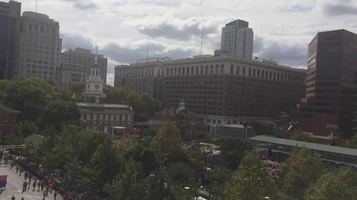 #PopeInPhilly is on the way to @INDEPENDENCENHP and @PHLVisitorCntr! (Thanks for the great view @NMAJH!) http://t.co/tqtwrtq4t4