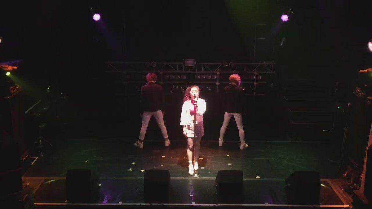 最後。泣きながら踊り続けて くれたMakoto。Yuka。  私も泣きそうになりながら 歌ったこの日のこの曲。  大切な人が もし、突然いなくなったら。 そんなこと思いながら 歌ってる大切な曲  ひまわり covered by 佳純 http://t.co/Wt6xYxdXd3