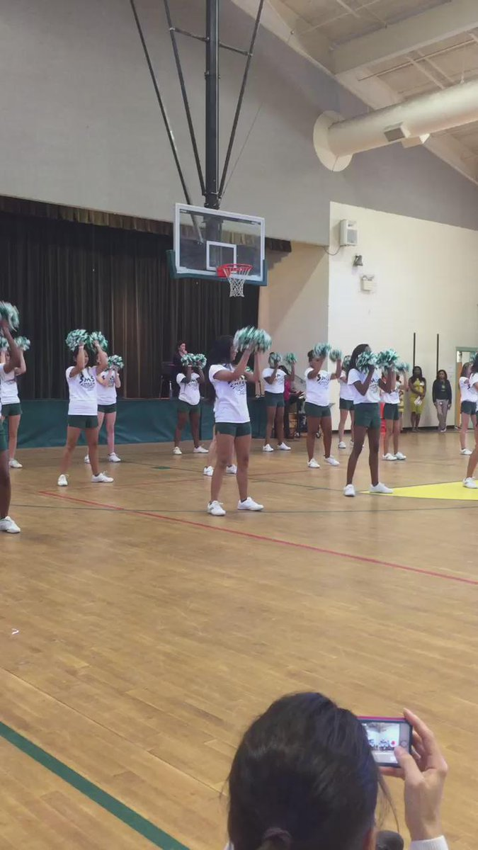 Southern's awesome cheerleaders in action. @mcssms http://t.co/EUiOHuzHkd