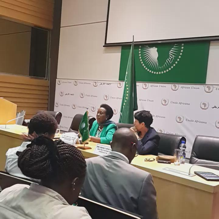 #STCAgric video #AfricanInvestmentBank underway @selemani @mashanubian @OSIWA1 @OSIWA1 http://t.co/OBg3xHfMNo