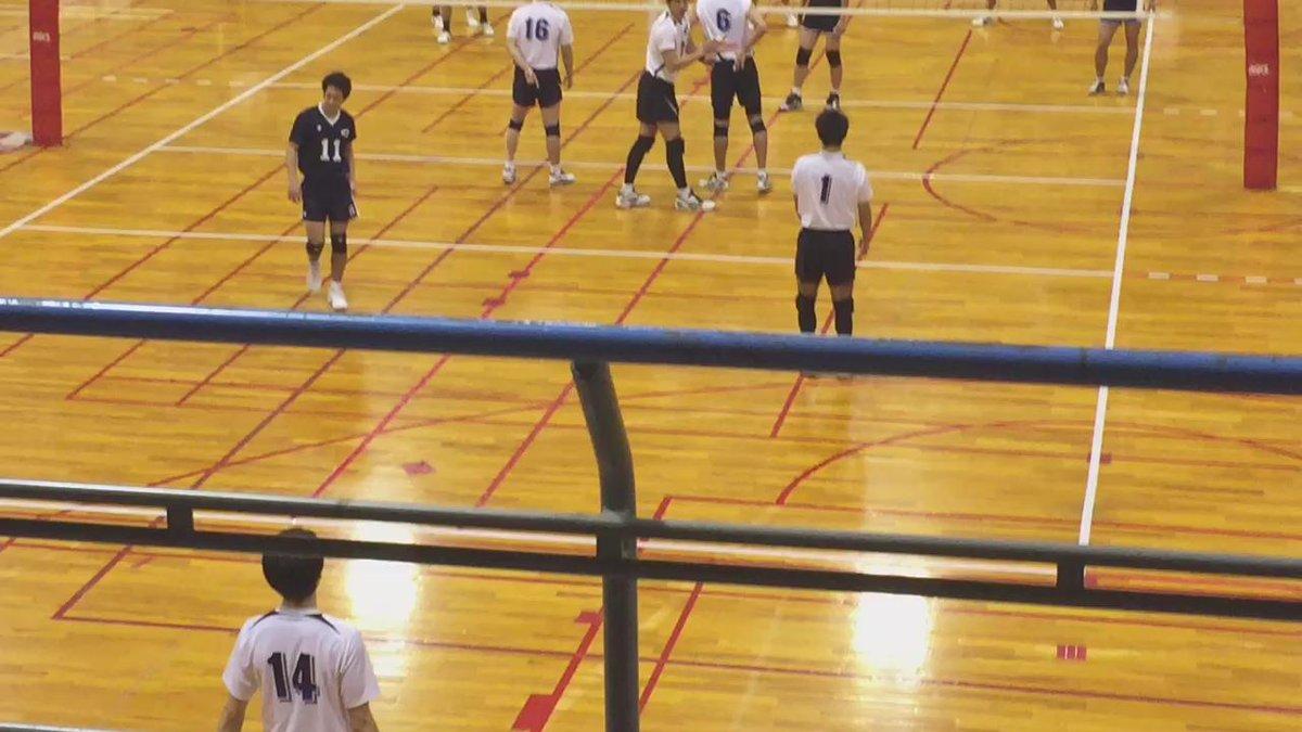 今日の中央大の試合。 石川選手のパワフルなサービスエース!! 初めて生で観たけど、やっぱ凄いね!! #大学バレー #石川祐希 #中央大 http://t.co/8fq33CmcM5