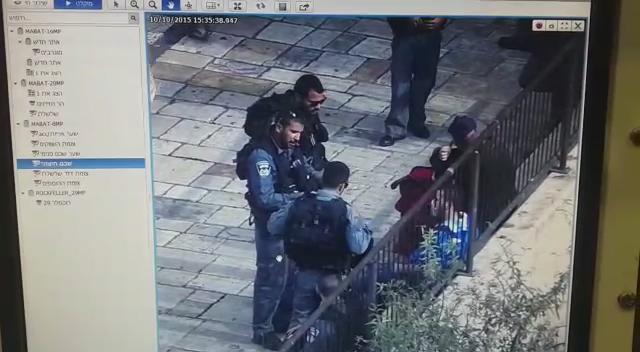 תיעוד מצלמות האבטחה מהדקירה בשער שכם בשבת http://t.co/VTduwrlbUQ