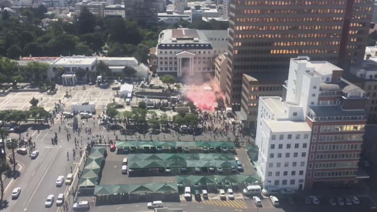 Happening right now at parliament. Flash bombs and teargas. #FeesMustFall #NationalShutDown https://t.co/4kdfhYTgmi