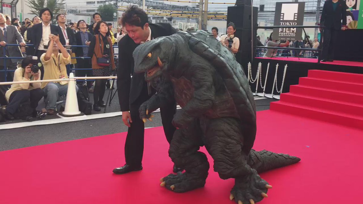 Gamera appears in Shinjuku for Tokyo International Film Festival https://t.co/ez2yvZdPHv