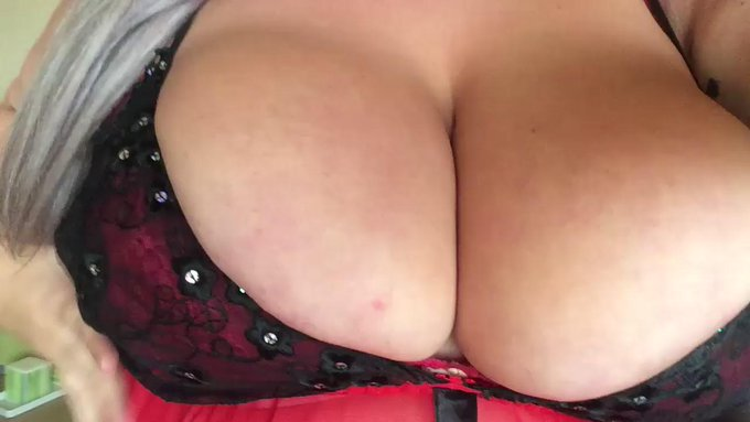 Lets get naughty on cam! Im so horny! ??? https://t.co/tsvVPxwr5X #bbw #adultwork #hugetits #sexySaturday