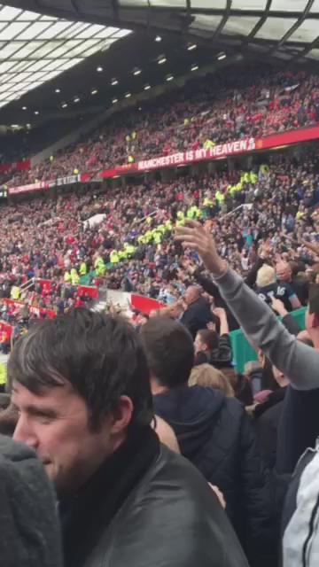 Great atmosphere in the away end at OT today. I think with agüero + silva all 3 points would have been city's! #MCFC https://t.co/TtY9DIh35C