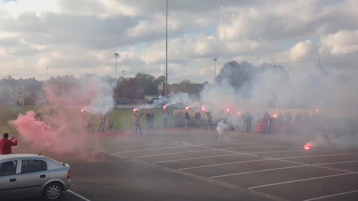 De spelersbus is zojuist uitgezwaaid door onze supporters, op naar Heerenveen! #HeeHel https://t.co/QSYq48XV7n