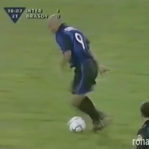 CLASSIC: Ronaldo was something else back in the day. Enjoy. https://t.co/XOBC88UmQg