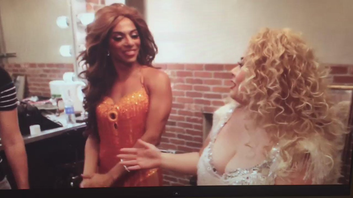 Yay! I'm on new episode of Living with @itsSHANGELA. @watanabe_naomi in #Vegas. Full video @ https://t.co/dIdN478EAq https://t.co/TcTzq31fiD