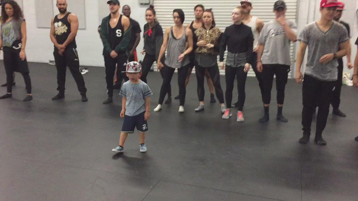 "This ""New"" super young choreographer teaching @jlo dancers the new thing! #AtItAgain #HotLineBling https://t.co/umMXjEwMoq"