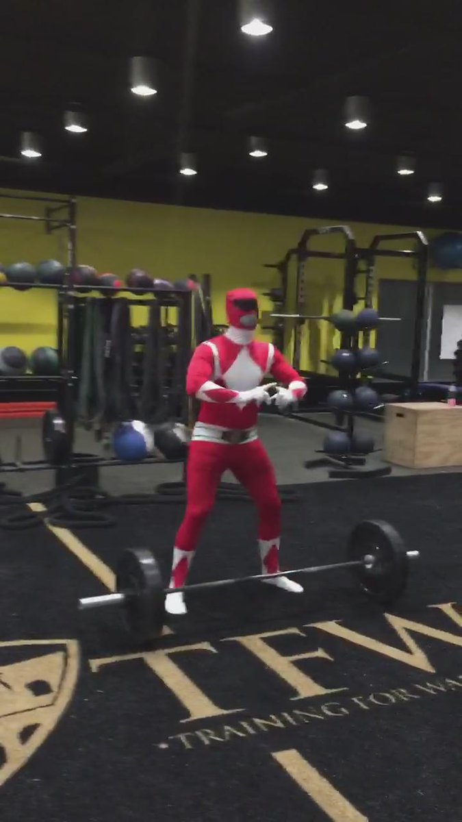 Best Halloween deadlift video you will see today...GUARANTEED. #TFW https://t.co/KxycZL6Yy7