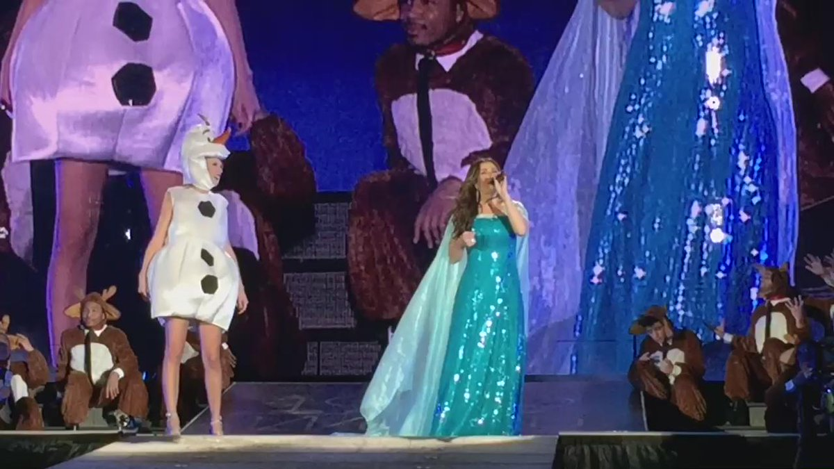 Thank you @taylorswift13! That was definitely an out of body experience. Or out of Elsa's body! #1989TourTampa https://t.co/oGPl9l6jp6