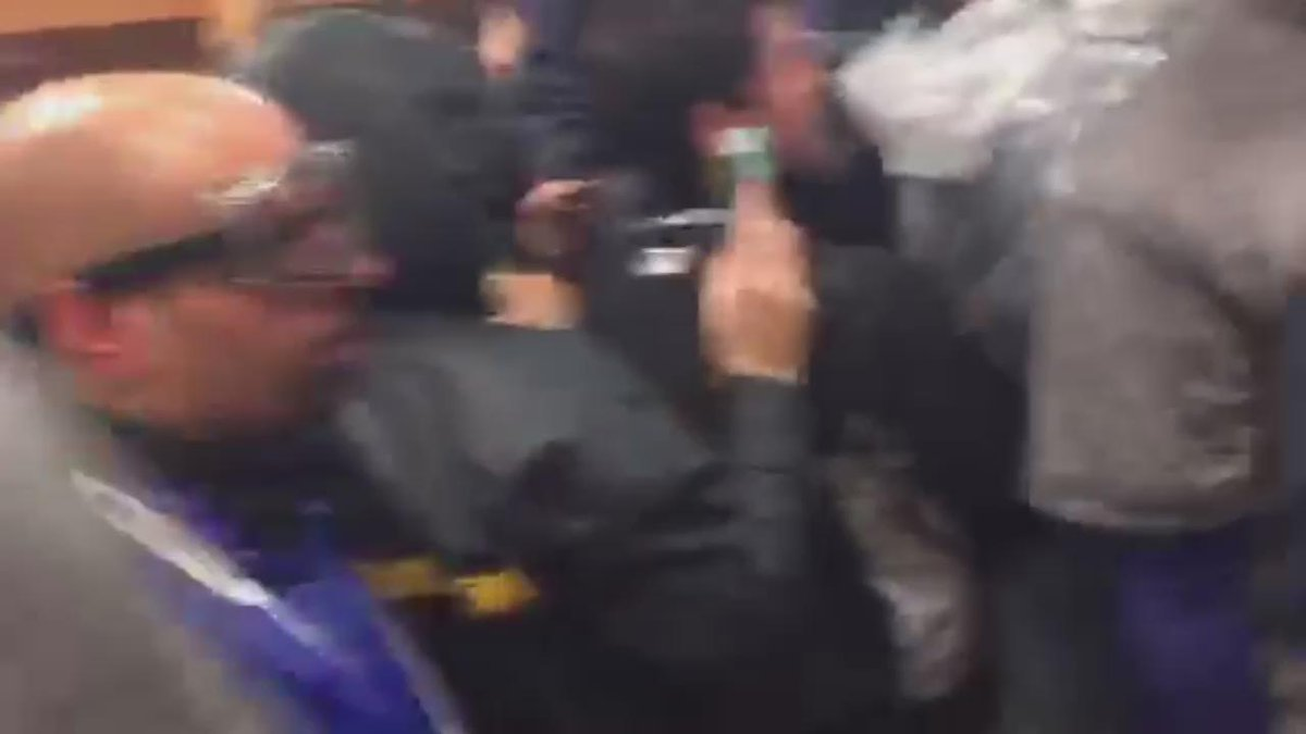 #Royals drench Paul Rudd during #WorldSeries celebration. #TakeTheCrown https://t.co/BzVFofmvsw