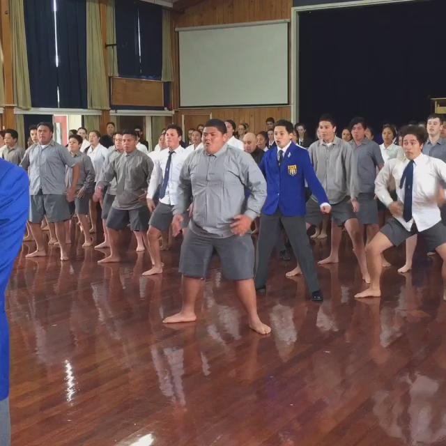 An amazing #haka at #TawaCollege! #RoyalVisitNZ #AllBlackEverything @ClarenceHouse https://t.co/cC2pcMm6Lj