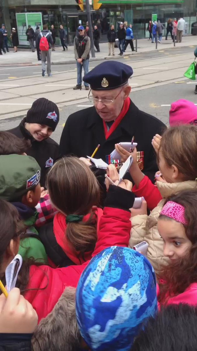 Best Remembrance Day moment: Crowd of youngsters gathers around a veteran, asking for autographs. #RemebranceDay https://t.co/pnAvP5zfEA