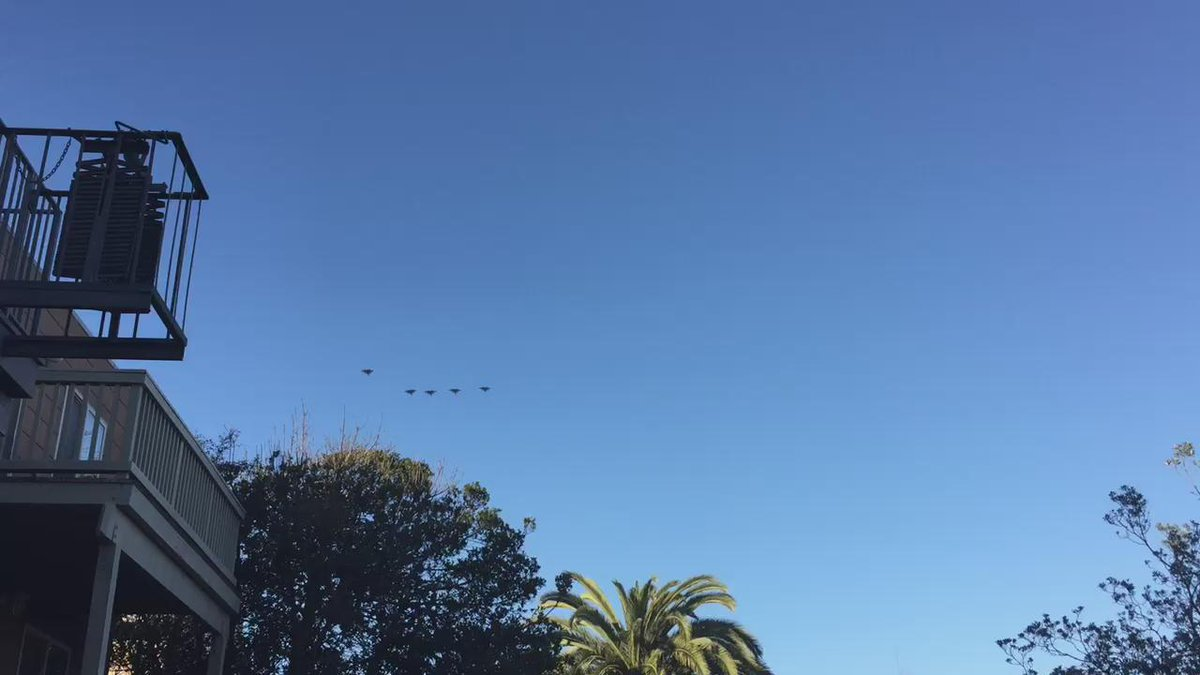 Five fighter jets just flew up the coast of San Francisco. https://t.co/QjRq0JBXky