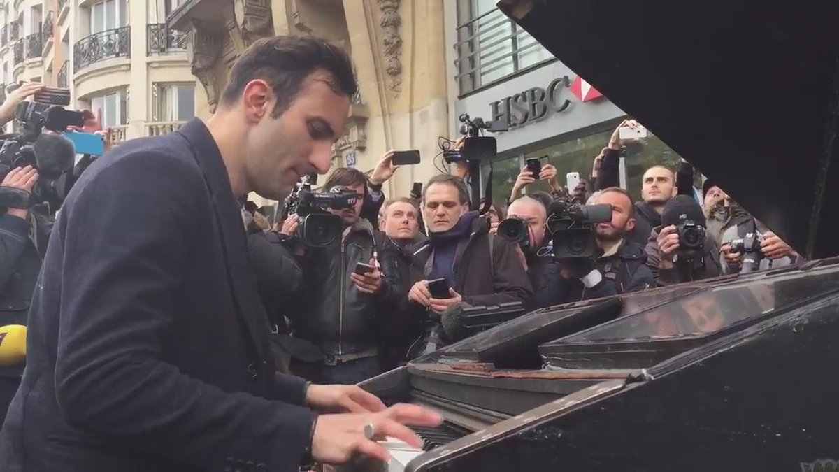 Musician carries his piano to Bataclan w his bike, plays 'Imagine' https://t.co/dyEnTUcZdP via @FlorianP123 ht @Adea_Guillot  #ParisAttacks