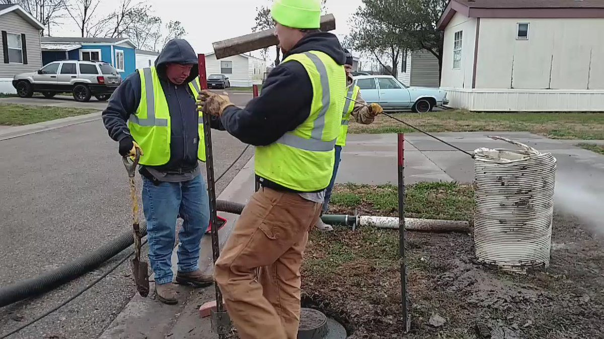 Setting up a perimeter until the hole is filled, again for public safety #topekatweetalong https://t.co/P09wUTVBOT