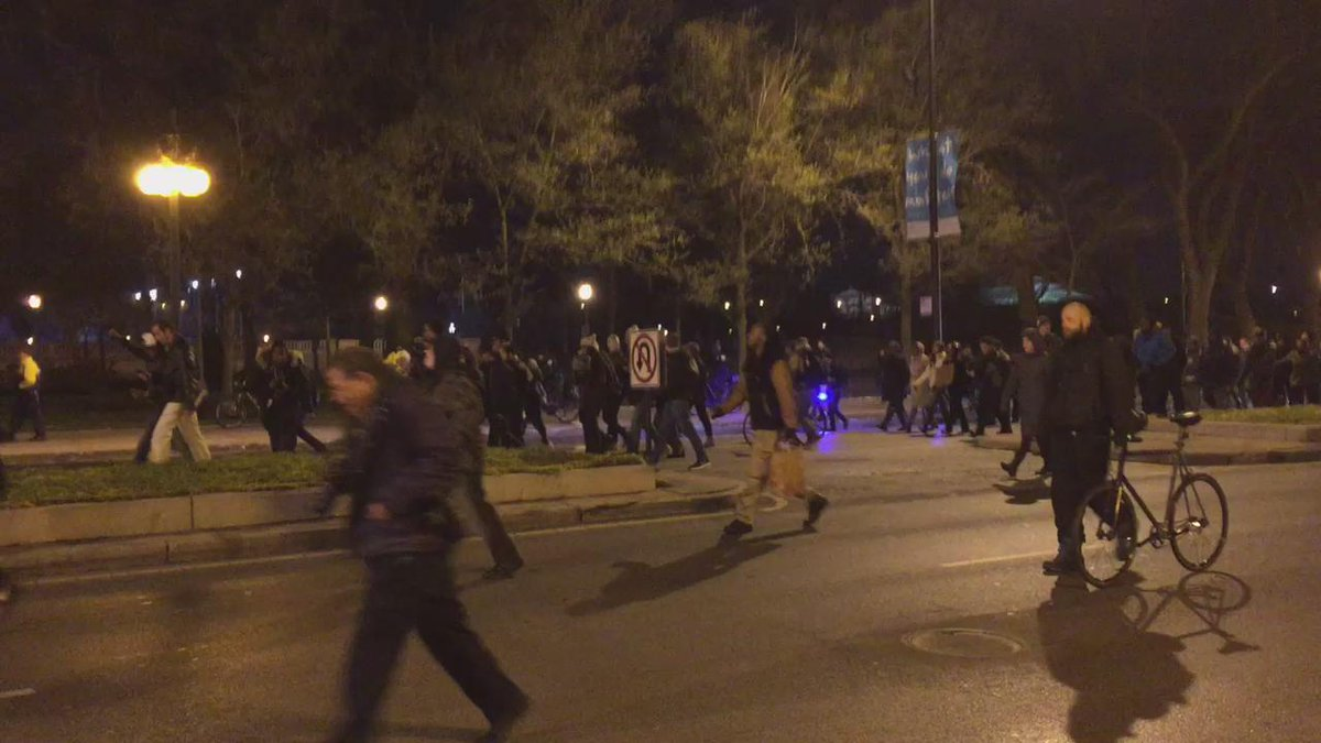 Protest has taken over all of Michigan Ave in both directions #LaquanMcDonald https://t.co/cQgaSWrf1p