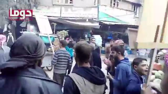 Syrians of East #Ghouta #Damascus gather seeking militants accept the ceasefire proposal. #Syria