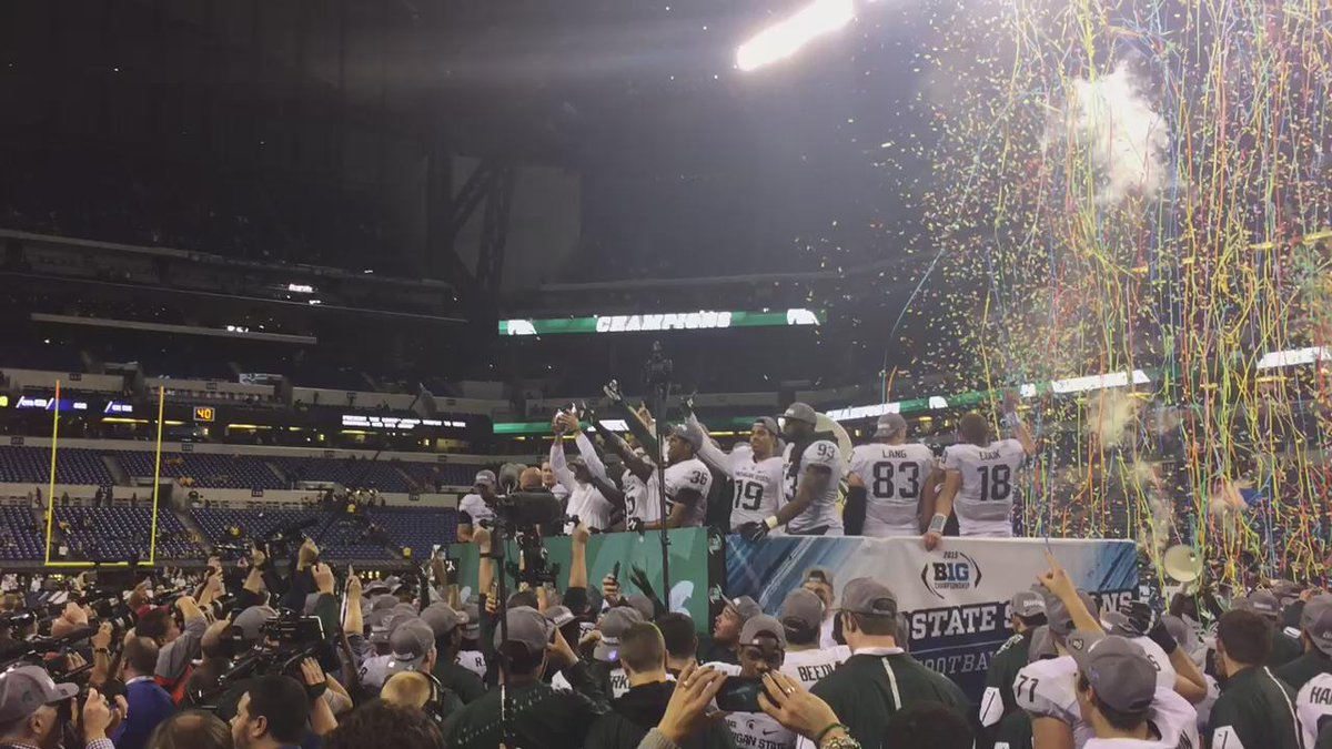 Dantonio lifting the trophy and the players and fans lose it https://t.co/ccGCCMw10Q