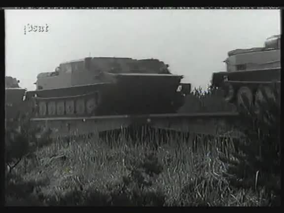 NVA Panzerspringen https://t.co/gmG2M6Hsqt